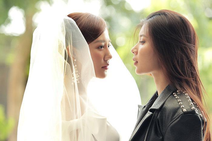 Sự xuất hiện của người yêu cũ ngay trong đám cưới khiến cả Văn Mai Hương và mọi người ngỡ ngàng…