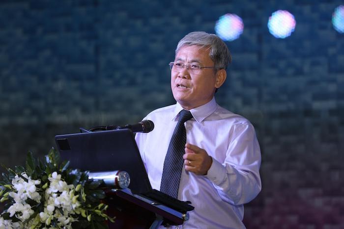 Tiến sĩ, bác sĩ Đỗ Quốc Huy – Phó giám đốc Bệnh viện Nhân Dân 115 báo cáo tại Hội thảo.