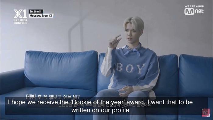 """Kang Min Hee: """"Em hy vọng bọn em nhận giải 'Tân binh của năm', em muốn điều đó được viết trên profile của bọn em""""."""