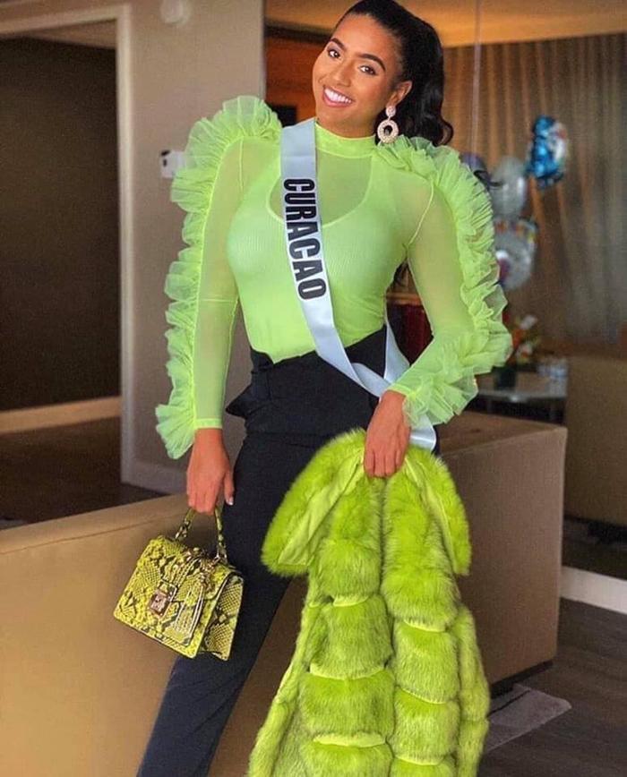 """Hoa hậu Curacao với set đồ """"tỏa sáng""""."""
