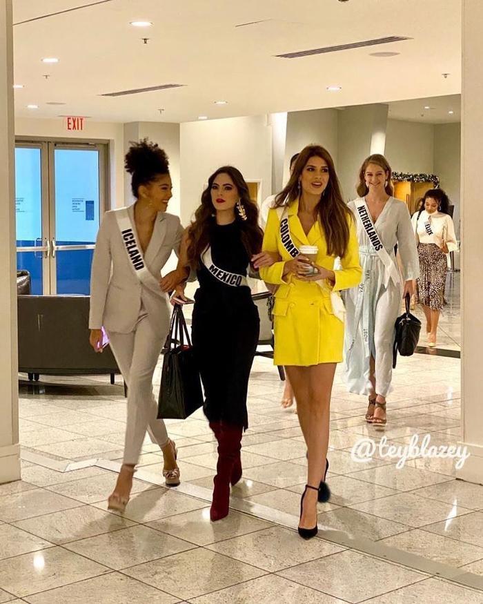 Hoa hậu Colombia nổi bật so với đối thủ nhờ gu thời trang ấn tượng và chiều cao vượt trội.