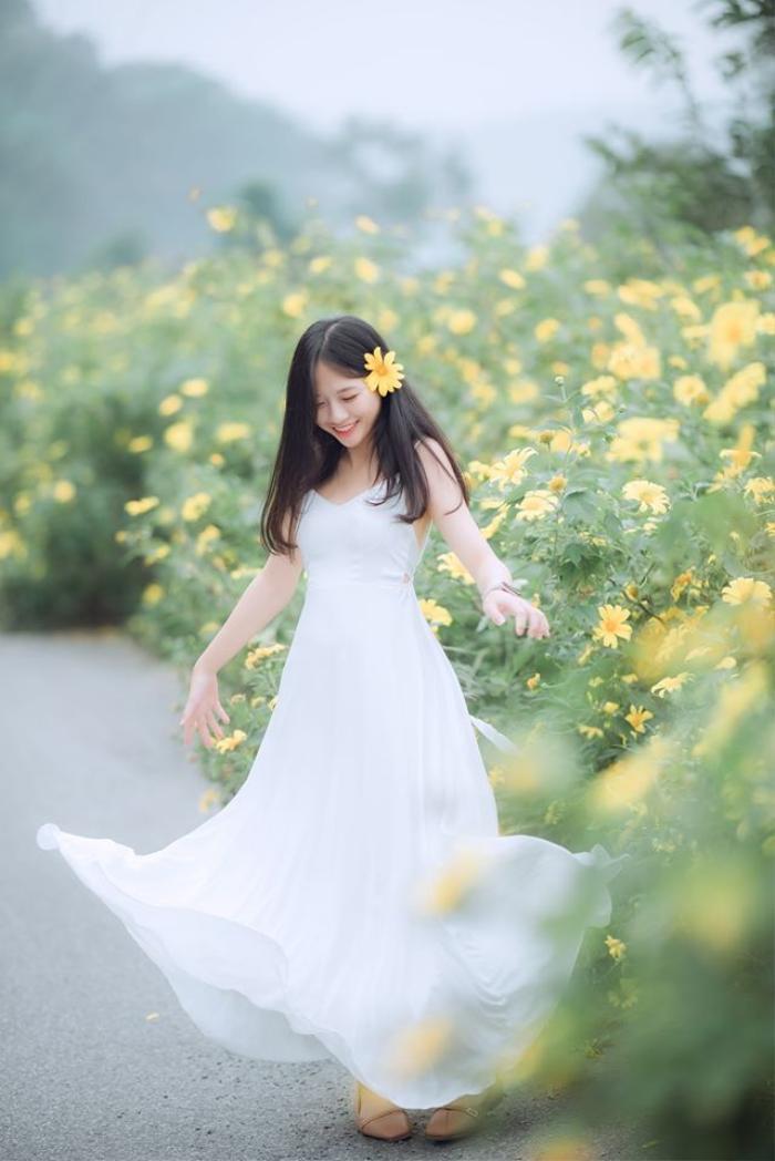 """Không chỉ làm mẫu, Hoài Linh còn có sở thích cầm máy ảnh. Cô nàng muốn tự tay ghi lại những khoảnh khắc """"xuất thần"""" của nhân vật trước ống kính."""