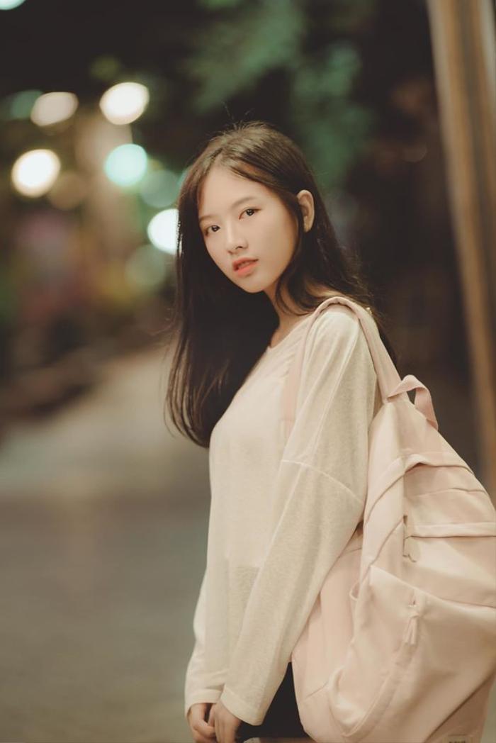 Hoài Linh cho biết, điều mà cô nàng cảm thấy hài lòng nhất chính là thi đỗ vào ngôi trường đại học mà mình yêu thích.