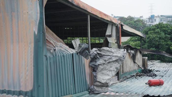 Khu vực gác xép nhà nạn nhân phủ kín mái tôn.