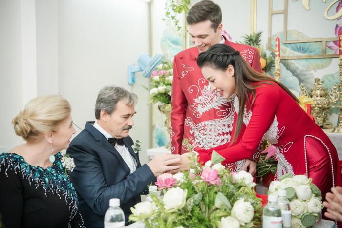 Khoảnh khắc đáng yêu: Jack lúng túng trao nhầm nhẫn chú rể cho cô dâu Hoàng Oanh ảnh 3