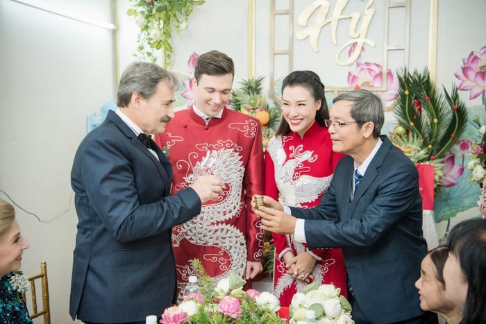 Khoảnh khắc đáng yêu: Jack lúng túng trao nhầm nhẫn chú rể cho cô dâu Hoàng Oanh ảnh 5