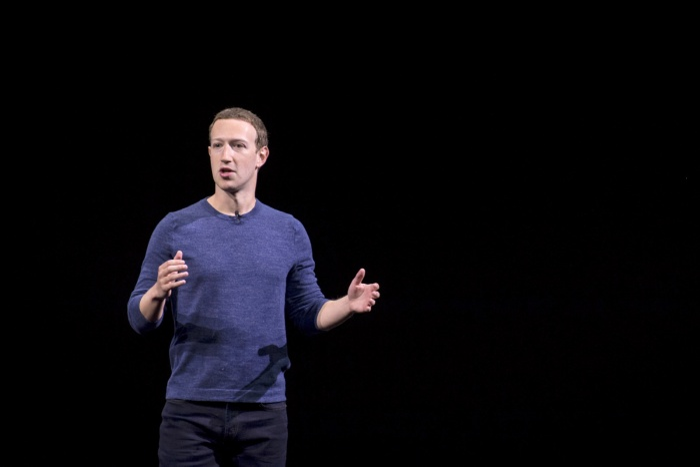 Facebook cho rằng việc không chặn được một ai đó trên Facebook hoàn toàn là do vấn đề kxi thuật. (Ảnh: Engadget)