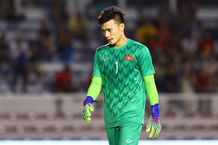 Dù U22 Việt Nam giành chiến thắng trước U22 Indonesia nhưng màn thể hiện chưa thật sự tốt của thủ môn Bùi Tiến Dũng trong trận đấu đã khiến anh hứng chịu nhiều chỉ trích