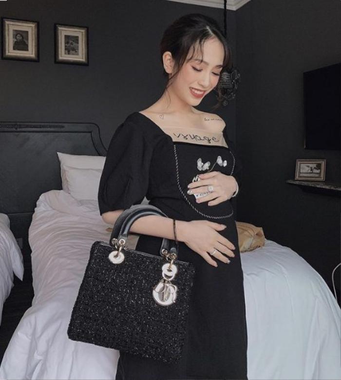 """Người đẹp sinh năm 1999 chứng tỏ danh xưng """"rich kid"""" khi diện túi xách Lady Dior hơn 150 triệu đang """"làm mưa làm gió"""" thời gian qua."""