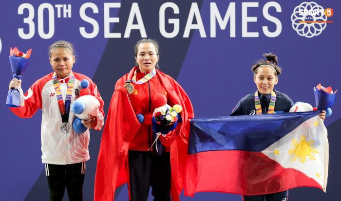 Vương Thị Huyền xuất sắc giành HCV SEA Games 30 ở nội dung 45kg cử tạ nữ. (Ảnh: Hiếu Lương)