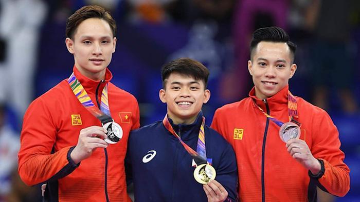 Chiều 1/12, VĐV Đinh Phương Thành và Lê Thanh Tùng đã mang về 2 huy chương (1 bạc, 1 đồng) ở môn thể dục dụng cụ, nội dụng toàn năng nam cho đoàn thể thao Việt Nam tại SEA Games 30. (Ảnh: Thanh Niên)