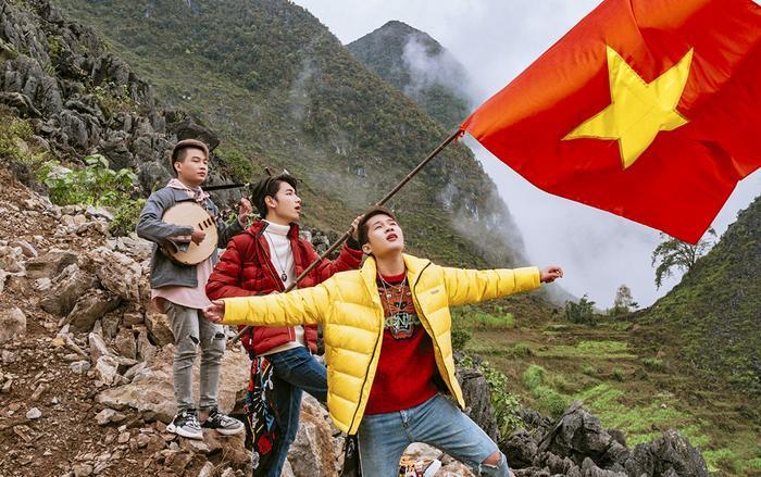 """Tại thời điểm MV """"Việt Nam Tôi"""" của bộ đôi Jack - K-ICM ra mắt, kênhK-ICM Official đã nhận được từ 3,7 triệu - 7,4 triệu lượt xem/ngày và có hơn 50.000 người theo dõi đều đặn mỗi ngày."""