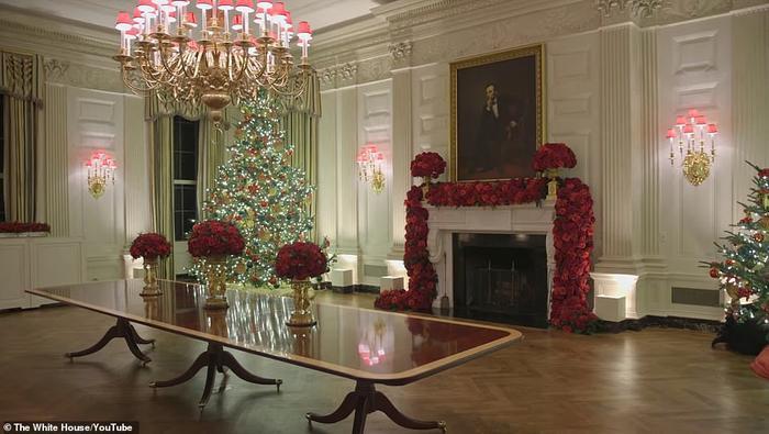 Nhà Trắng đẹp lung linh dưới bàn tay bà Melania Trump mùa Giáng sinh - Ảnh 13.