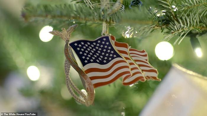 Nhà Trắng đẹp lung linh dưới bàn tay bà Melania Trump mùa Giáng sinh - Ảnh 7.
