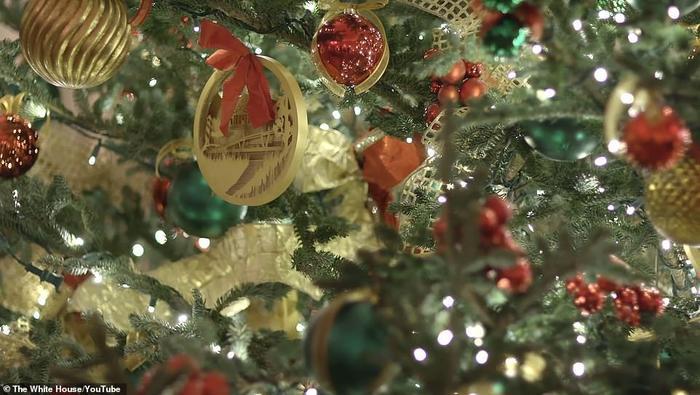 Nhà Trắng đẹp lung linh dưới bàn tay bà Melania Trump mùa Giáng sinh - Ảnh 10.