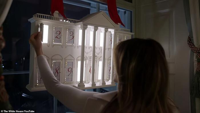 Nhà Trắng đẹp lung linh dưới bàn tay bà Melania Trump mùa Giáng sinh - Ảnh 1.