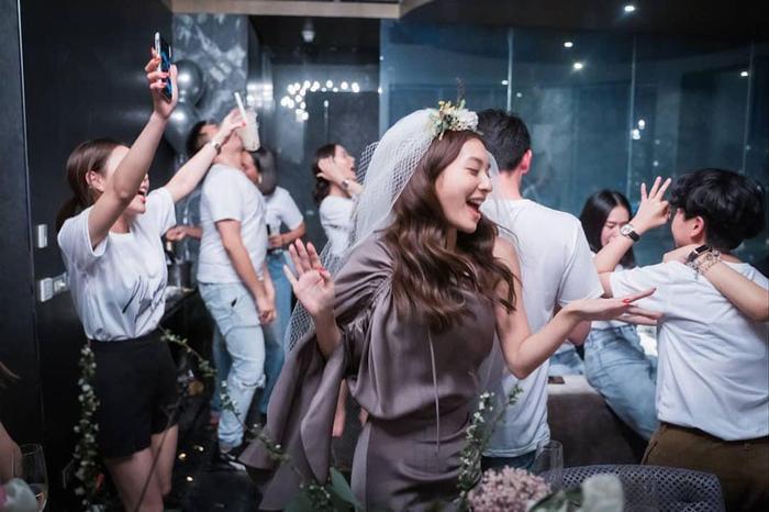 Mew Nittha cùng hội bạn thân quẩy banh nóc trong buổi tiệc độc thân ảnh 12
