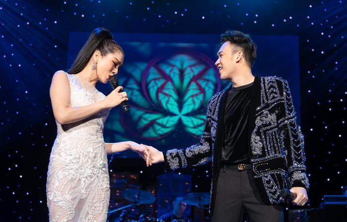 Dương Triệu Vũ có rất nhiều kỷ niệm cùng anh chị em đồng nghiệp tại quốc gia này.