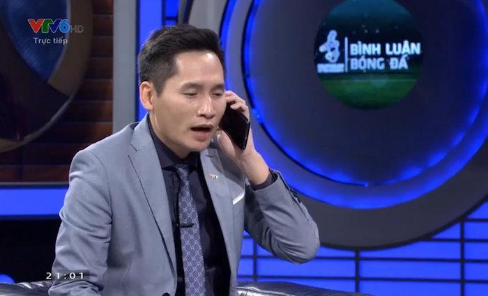 Quốc Khánh vờ gọi Văn Lâm trên sóng truyền hình