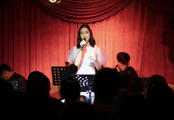 Cách đây không lâu, Juky San cũng đã cho ra mắt MV mới Anh à.