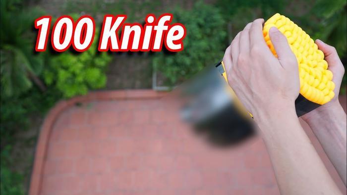 """Video thực hiện hành động """"thả 100 con dao từ trên cao xuống đất"""" của NTN gây không ít tranh cãi."""