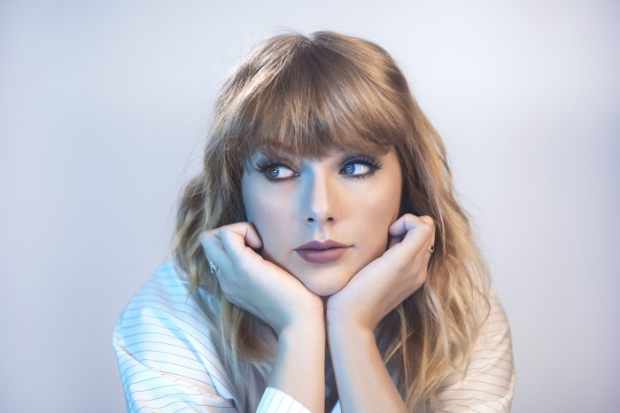 """Album tiếp theo của """"nữ hoàng bướm chúa"""" đang cận kề?"""
