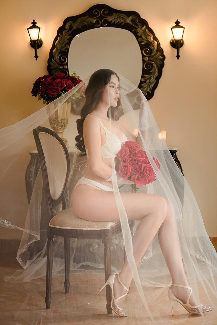 Cô dâu gợi cảm Phương Lê khiến ai cũng bất ngờ