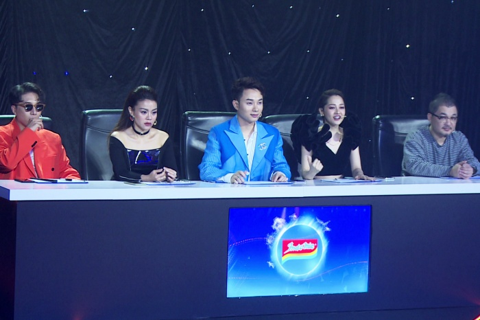5 giám khảo quyền lực của Z-POP Dream mùa 2 (trái sang): Châu Đăng Khoa, Nguyễn Hải Yến, Trúc Nhân, Bảo Anh và Young Hwan Go (Hàn Quốc) đã tỏ rõ sự phân vân trong vòng chung kết.