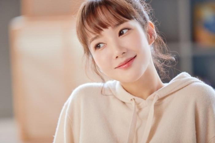Dù đã 33 tuổi nhưng Park Min Young vẫn sở hữu nhan sắc trẻ trung như gái đôi mươi