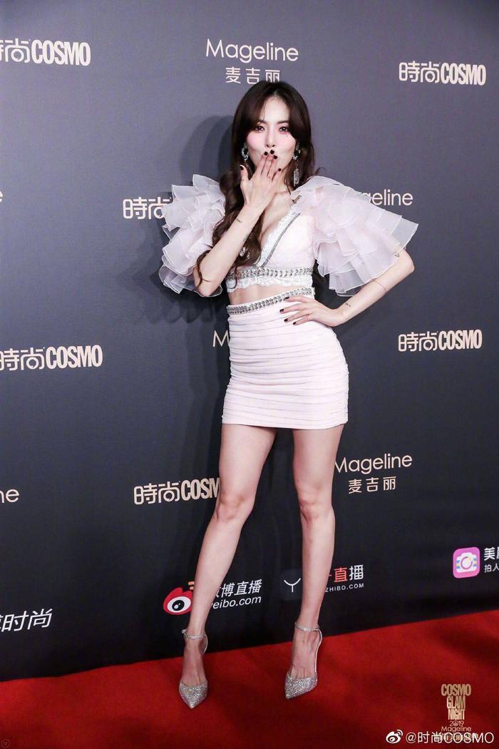 Thảm đỏ Cosmo 2019: Yoona đọ sắc Cổ Lực Na Trát, Tiêu Chiến  Thái Từ Khôn cực điển trai ảnh 13