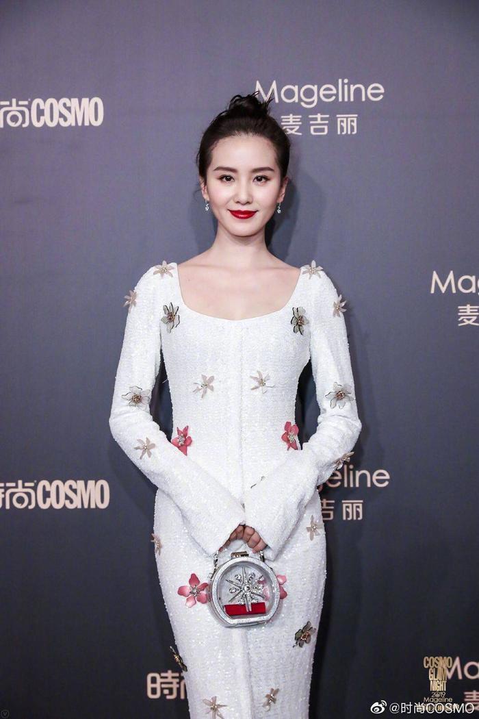 Lưu Thi Thi đẹp nền nã, Địch Lệ Nhiệt Ba khoe vòng một khủng trên thảm đỏ Cosmo Glam Night 2019 ảnh 9