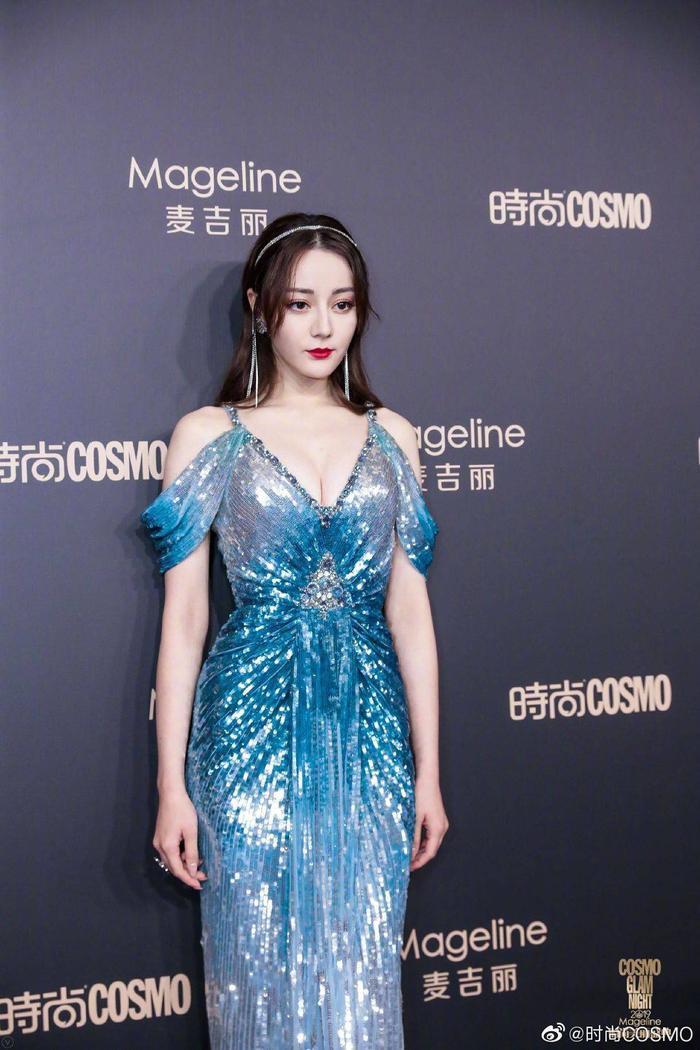 Lưu Thi Thi đẹp nền nã, Địch Lệ Nhiệt Ba khoe vòng một khủng trên thảm đỏ Cosmo Glam Night 2019 ảnh 1