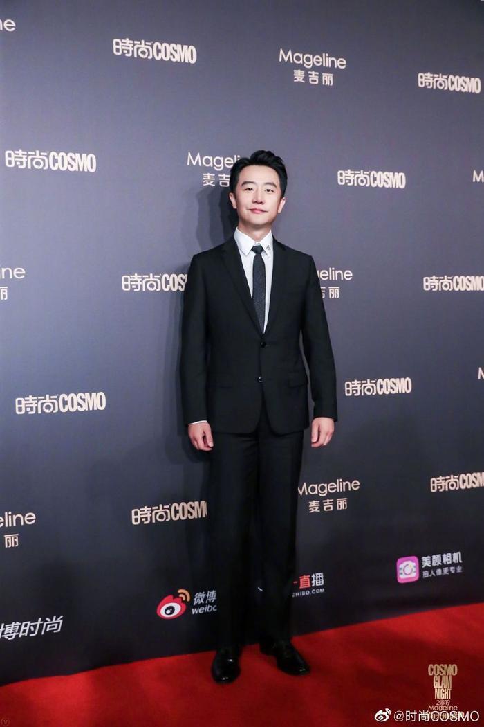 Lưu Thi Thi đẹp nền nã, Địch Lệ Nhiệt Ba khoe vòng một khủng trên thảm đỏ Cosmo Glam Night 2019 ảnh 17