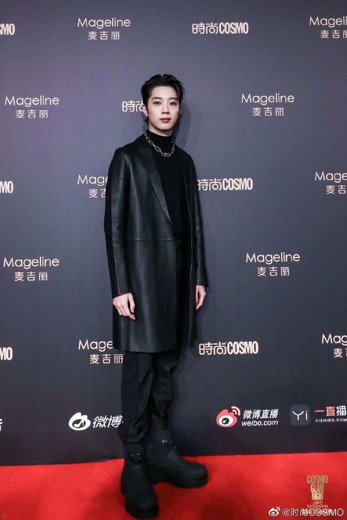 Lưu Thi Thi đẹp nền nã, Địch Lệ Nhiệt Ba khoe vòng một khủng trên thảm đỏ Cosmo Glam Night 2019 ảnh 20