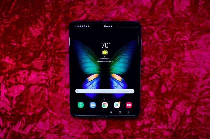 Samsung Galaxy Fold mới đây cũng đã được bán ra ở Việt Nam. (Ảnh: CNET)