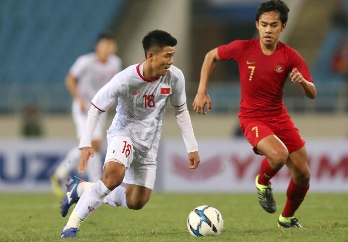 Hà Đức Chinh ghi bàn, U22 Việt Nam thắng U22 Singapore 1-0.