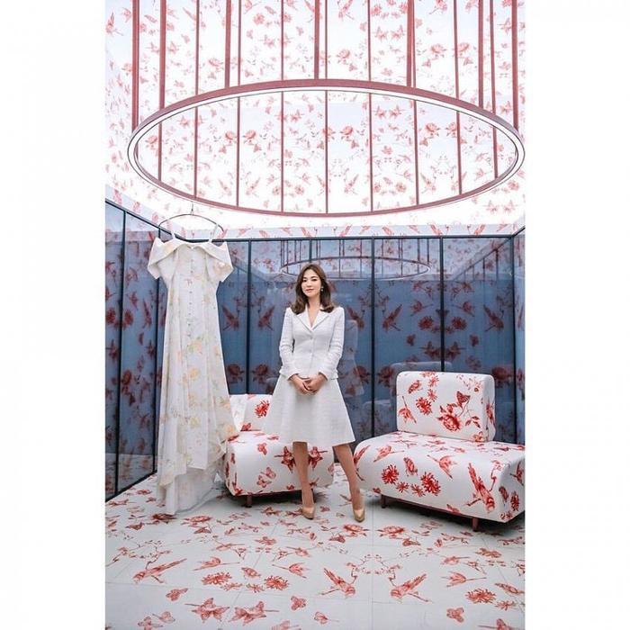 Song Hye Kyo đẹp nền nã, được ngợi khen là nàng thơ toàn cầu ảnh 0