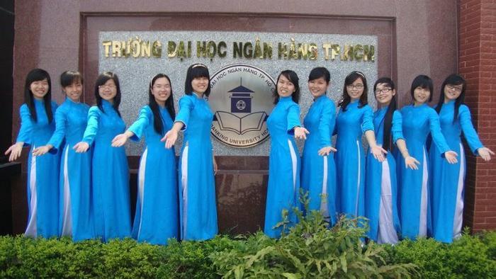 Đồng phục của ĐH Ngân hàng TP.HCM