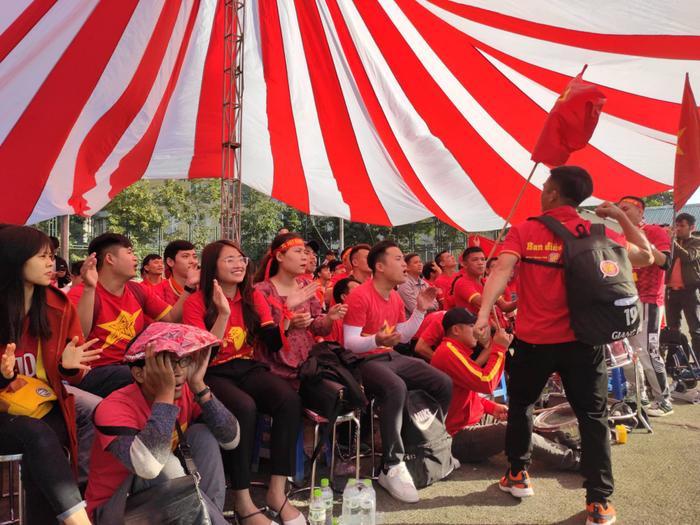 Trước lượt trận cuối cùng tại bảng B môn bóng đá nam SEA Games 30, U22 Thái Lan chỉ có được vị trí thứ 3 với 9 điểm/4 trận. Nếu muốn góp mặt trong vòng bán kết, đoàn quân của HLV Akira Nishino cần phải vượt qua U22 Việt Nam với cách biệt tối thiểu hai bàn.