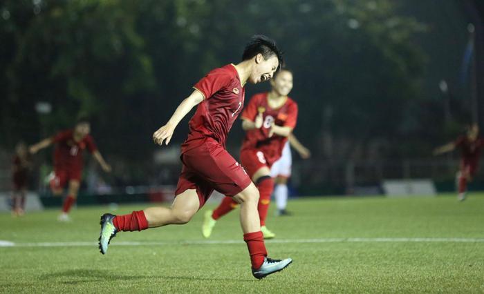 Theo bản tin thể thao hôm nay, tuyển nữ Việt Nam nhận được 3,5 tỷ tiền thưởng sau chiến thắng trước Philippines ở bán kết SEA Games 30.