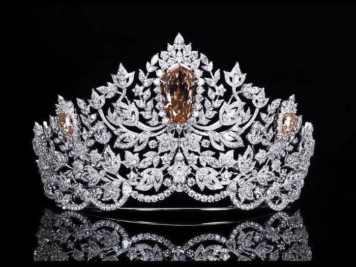 Cận cảnh vương miện Miss Universe mới trị giá 117 tỷ: Hoàng Thùy có run rẩy nếu mang về Việt Nam? ảnh 1