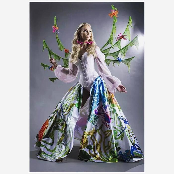 Bộ trang phục của Hoa hậu Phần Lan cũng bị đánh giá tương tự.