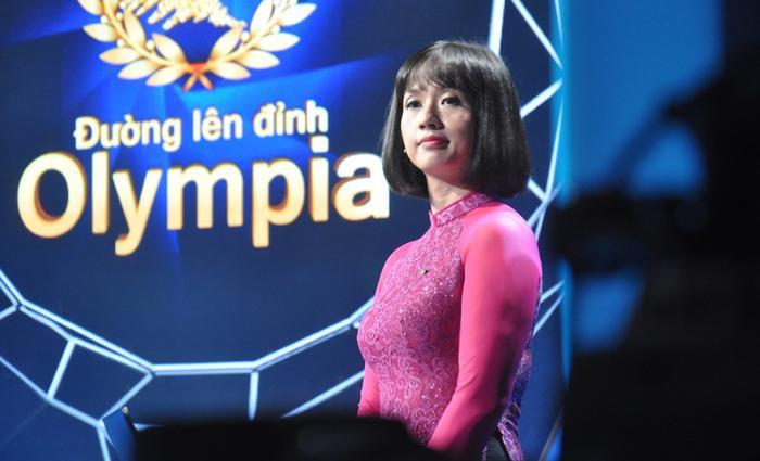 """MC Tùng Chi là một trong những gương mặt quen thuộc với khán giả """"Đường lên đỉnh Olympia""""."""