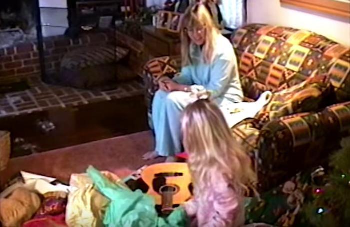 Hình ảnh cây đàn guitar là không thể thiếu trong cuộc sống Taylor từ khi còn nhỏ.