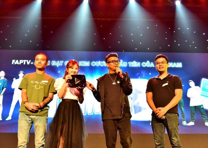 Nhóm FAPtv chính thức được YouTube trao tặng nút Kim cương đầu tiên tại Việt Nam