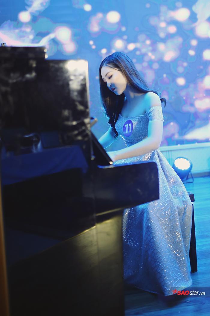 Trần Minh Châu mang đến đêm thi những giai điệu piano Thư gửi Elise êm ái, ngọt ngào.