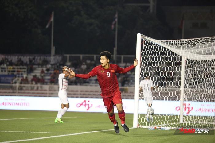 Vượt Lê Huỳnh Đức, Hà Đức Chinh đi vào lịch sử bóng đá Việt Nam ở SEA Games 30. Ảnh: Minh Dân