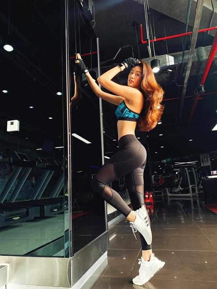 Trên trang cá nhân của Khánh Vân, tân Hoa hậu hay khoe ảnh tập luyện cũng như body nóng bỏng của mỉnh