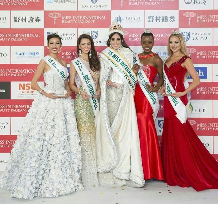 Hai người đẹp cùng đồng hành với vai trò hoa hậu – á hậu trong Top 5 Miss International 2015.