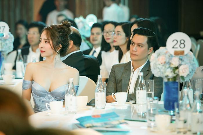 """Vì hiện tại,cả Việt Anh và Quỳnh Nga đang là những người độc thân và các fan đều thấy cả hai vô cùng đẹp đôi nên rất tích cực """"đẩy thuyền"""""""